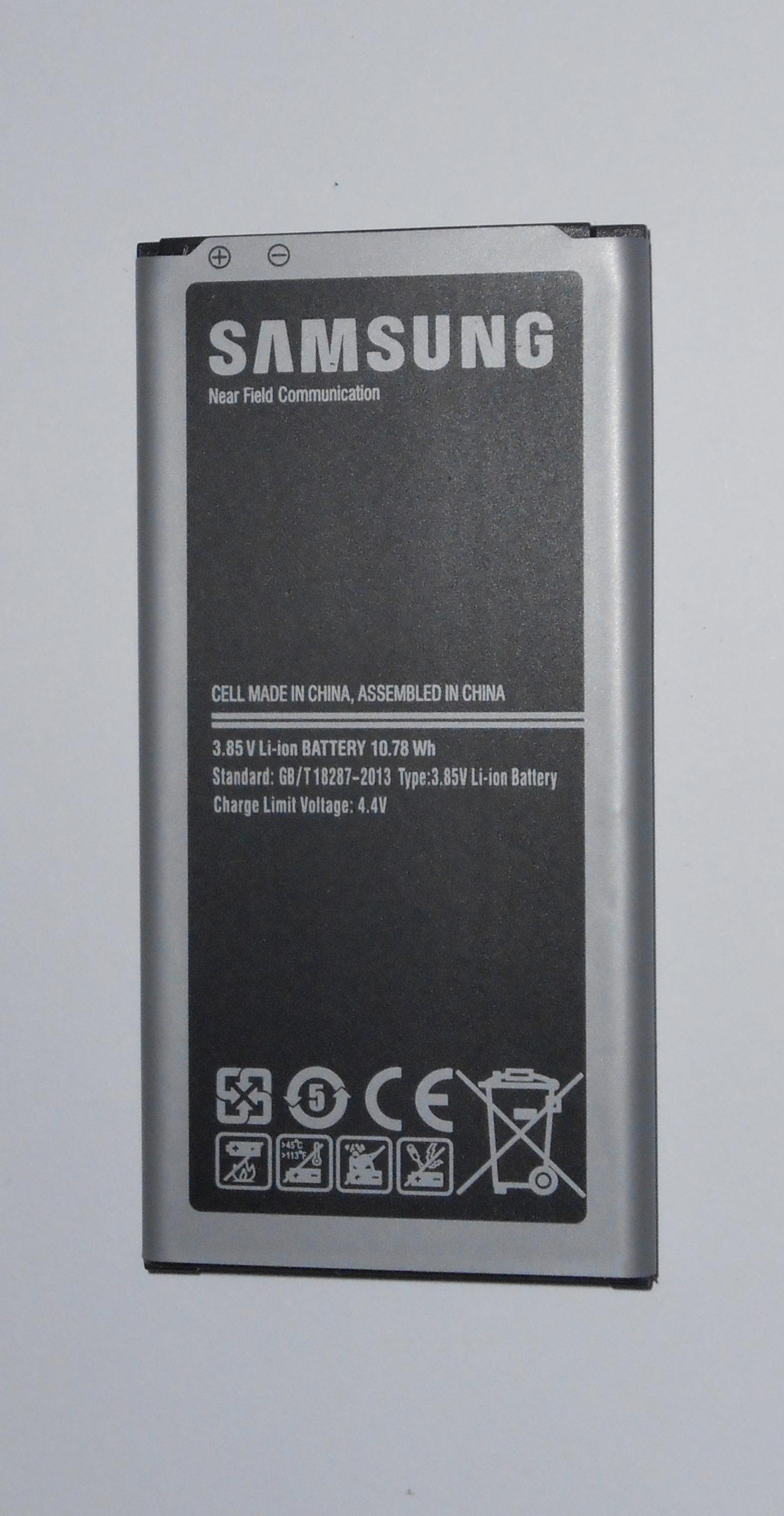 Vendo nuova batteria Samsung S5 per GT-I900 e SM-G900F